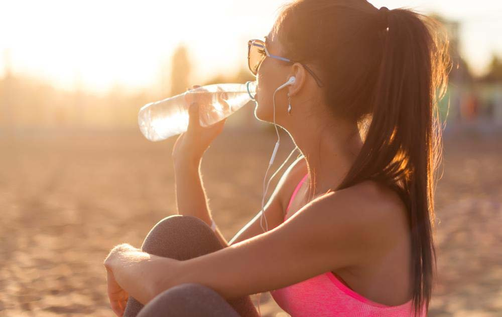5 Unexpected Ways Drinking Water Helps You Keep Fit
